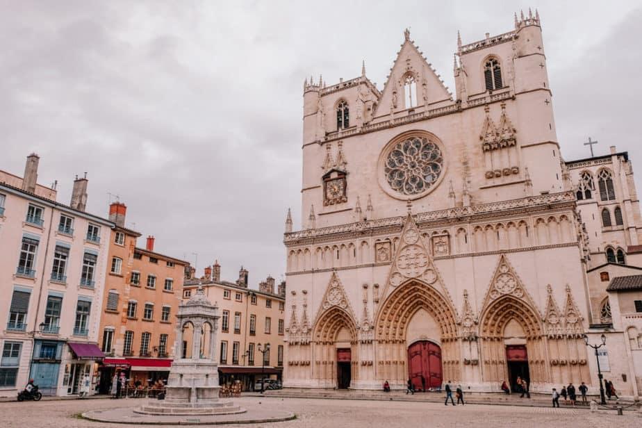 Place Saint-Jean & Cathedrale Saint-Jean-Baptiste