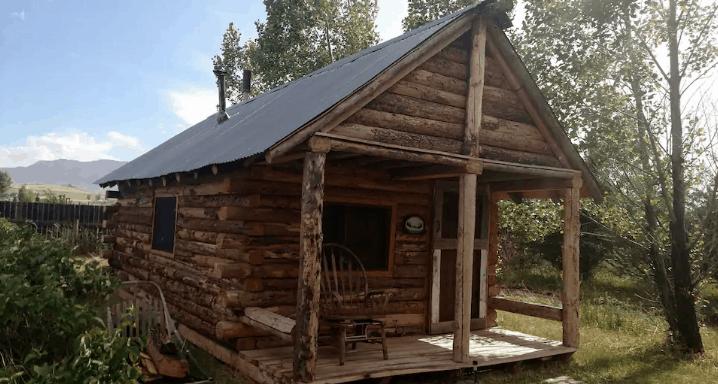 Rustic cabin Wyoming Airbnb rental