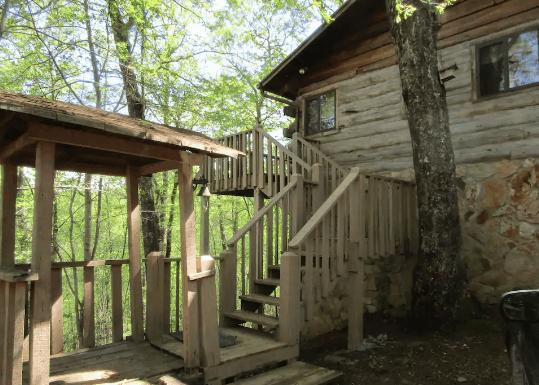 Log cabin rental Airbnb Georgia
