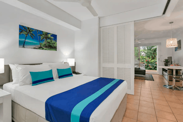 Clean bed in airbnb Port Douglas